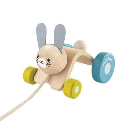 Drewniana zabawka do ciągnięcia - króliczek z drewna na sznurku Plan Toys PLTO-5701